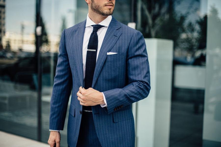 Jakkesæt, skjorte og slips
